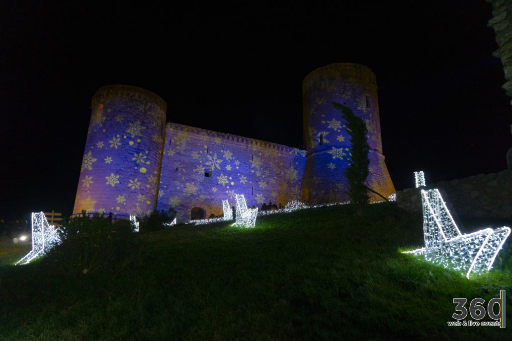 Ai Mercatini del Castello di Lettere le fiabe di Natale ...